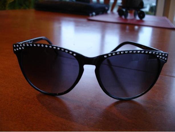 New Stylish A.J. Morgan Lady Sunglasses With Rhinestones Decorated