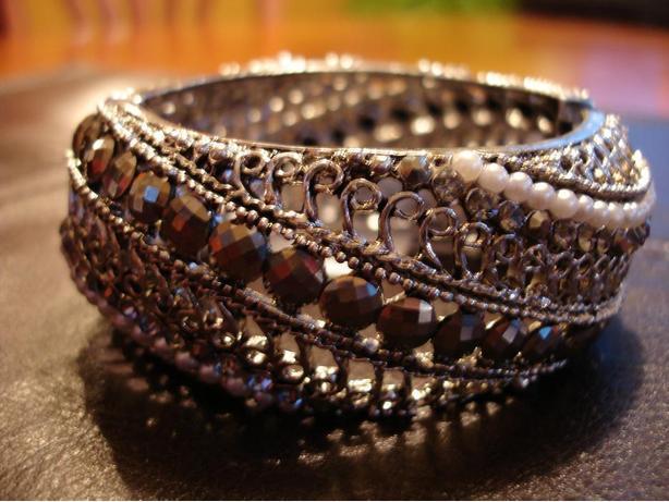 LikeNewBeautifulHandCrafted Bangle DecoratedWithvariousColorRhinestones&Crystals
