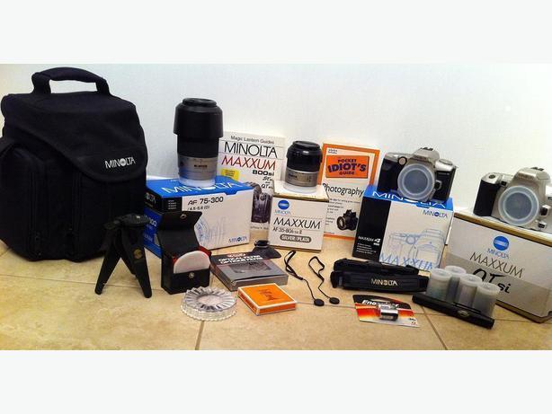 Minolta Maxxum QTsi & 4 cameras, lens & accessories