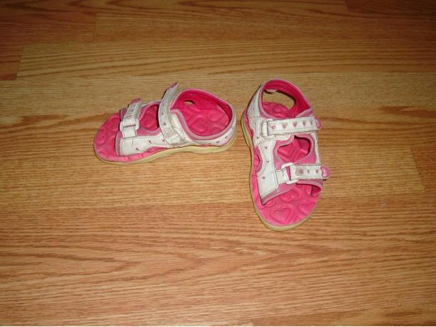 Size 8 Toddler Osh Kosh White Sandals - Excellent Condition!