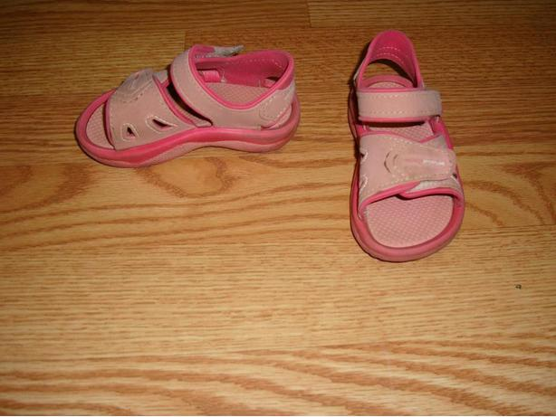 Size 6 Toddler Grendene Pink Sandals - $3