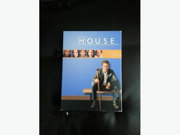 House Season One DVD set in like NEW condition!