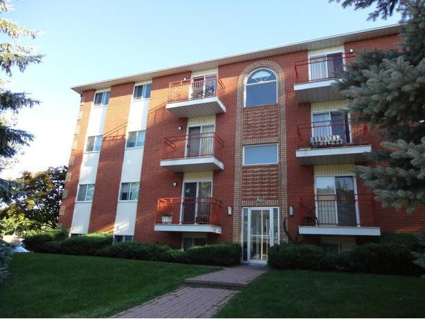 1 and 2 bedroom apartments available  -  Aylmer