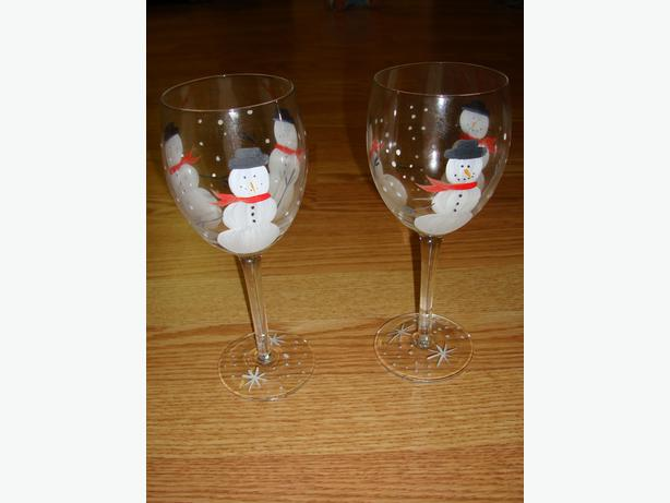 brand new set of 2 handpainted snowman wine glasses