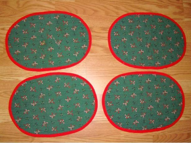 Set of 4 Christmas Reversable Fabric Placemats - Excellent Condition! $3 for all