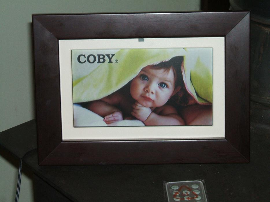Coby DP702 7-Inch Widescreen Digital Photo Frame (Wood Grain) New ...