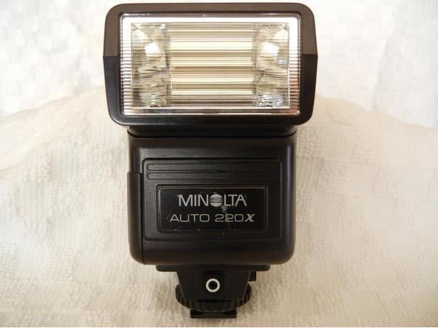 FLASH Minolta Auto 220X