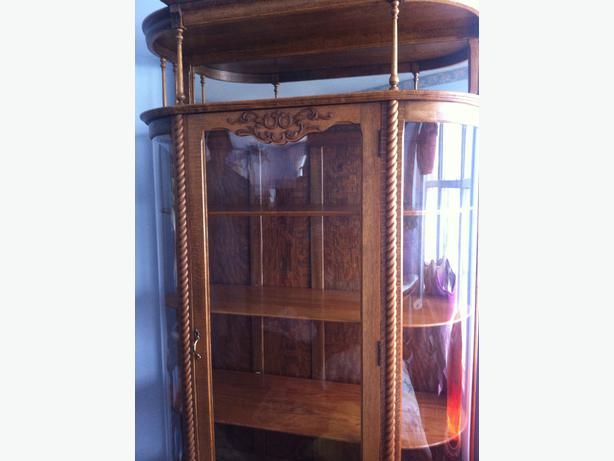 Beautiful antique quarter cut oak china / display cabinet