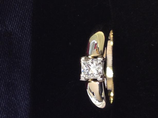PRINCESS CUT DIAMOND ENGAGEMENT RING - YELLOW/WHITE GOLD SETTING