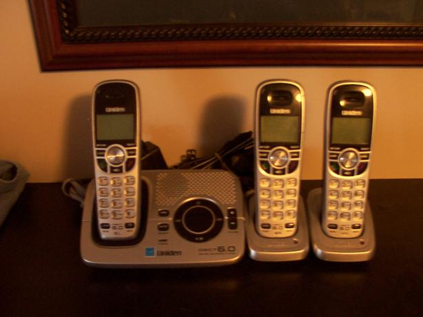 Uniden DECT 6.0 Cordless Phones x3 with digital answering machine.