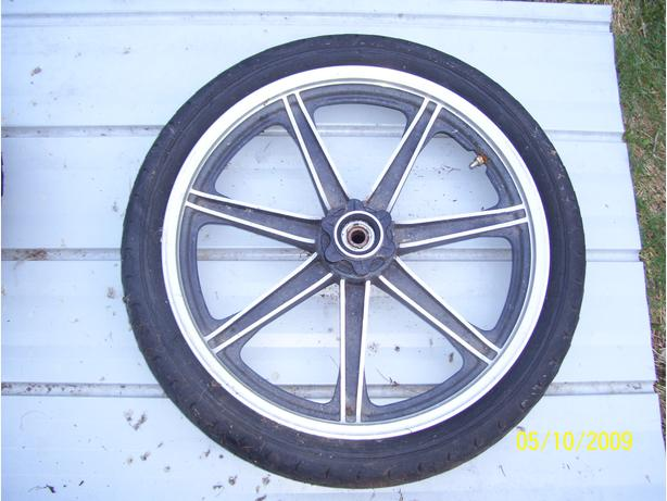 1982 Honda CB400T front wheel 3.60-19 speedo drive axle tire brake disc