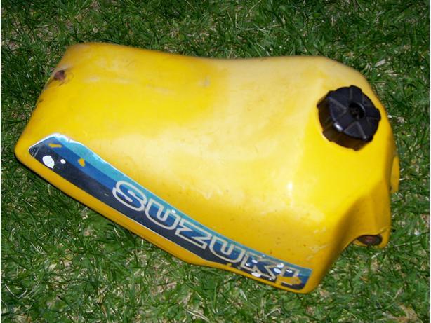 Suzuki RM125 gas tank fuel tank 1981-1983