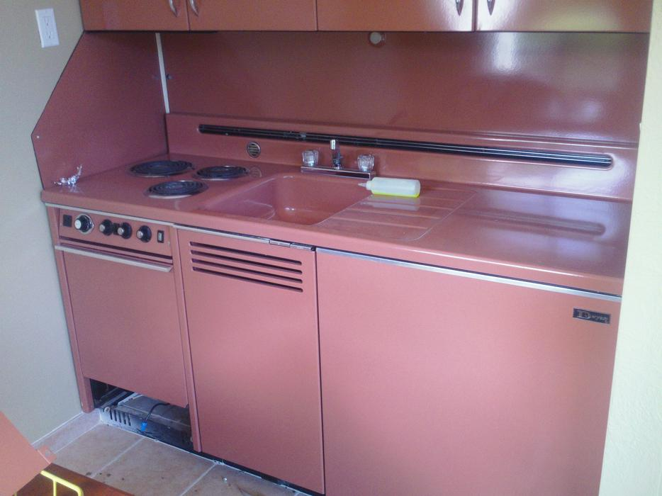 Retro kitchinettes enamelled steel cabinets kitchen west for Kitchen cabinets kamloops