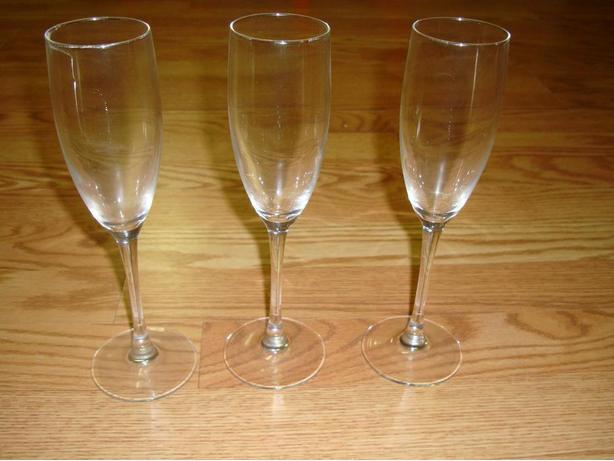 Like New Set of 3 Wine Champagne Glasses Glassware! $1 all