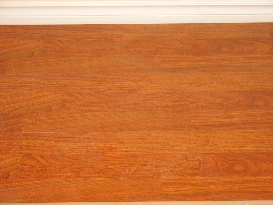 New 955 sq ft laminate 2 cedar area ladysmith for Laminate flooring waterloo