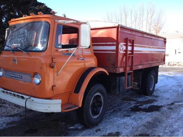 1965 load star 1700 with 15' BOX & HOIST...27,350 ORIGINAL MILES