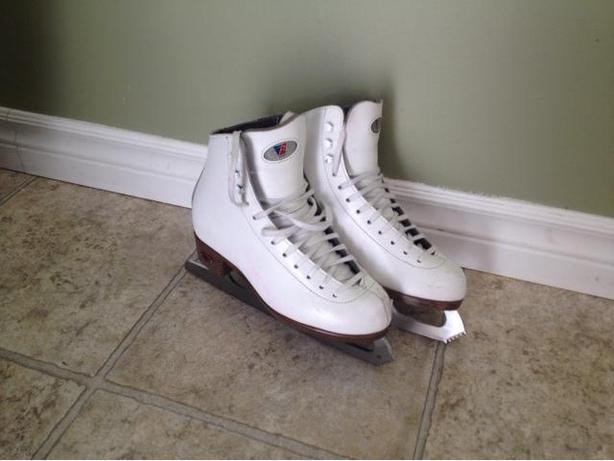 Girls Riedell figure skates