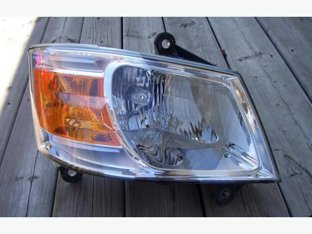2010 Dodge Caravan right head light