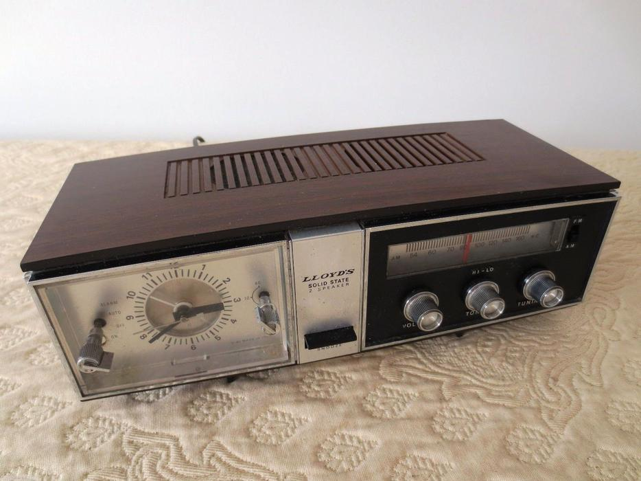 century vintage lloyds radio alarm clock snooze solid state model 9j42g 108a central ottawa. Black Bedroom Furniture Sets. Home Design Ideas