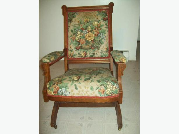 1800'S ROCKING CHAIR