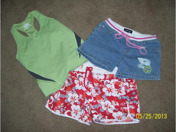 Girls size 14 shorts (2 pr) and active wear top