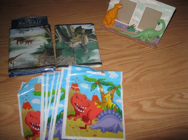 BRAND NEW - Dinosaurs