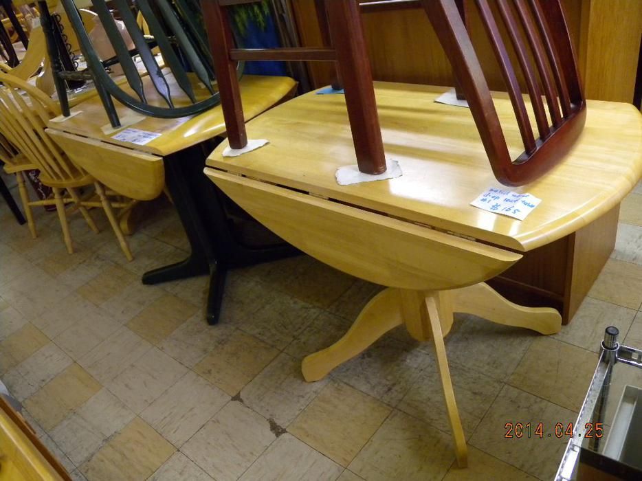 Solid wood drop leaf tables loi 39 s used furniture saanich for Consignment furniture clearwater