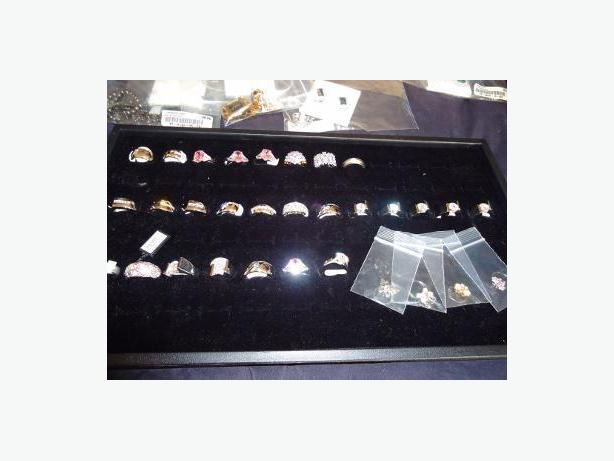 Fifth Avenue - 27 Rings with Black Velvet Ring Boxes & 100 Ring Tray