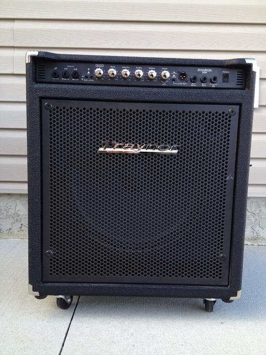 traynor 200 watt bass amp dynabass 200w combo east regina regina. Black Bedroom Furniture Sets. Home Design Ideas