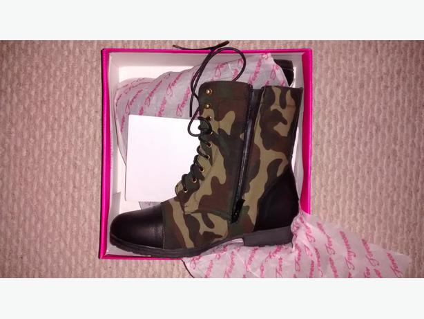 Camouflage Canvas Combat Boots Size 9