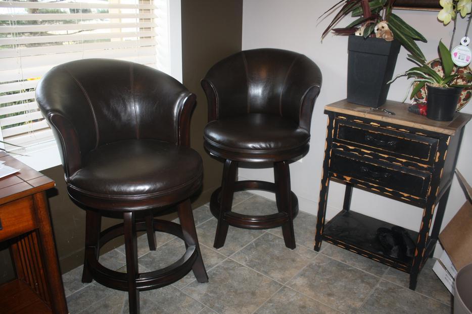3 Top Quality Leather Bar Stools Kelowna Okanagan