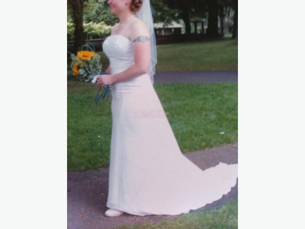 Wedding dress victoria city victoria for Wedding dress cleaned and boxed