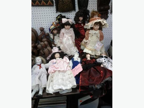 Various Collectable Dolls