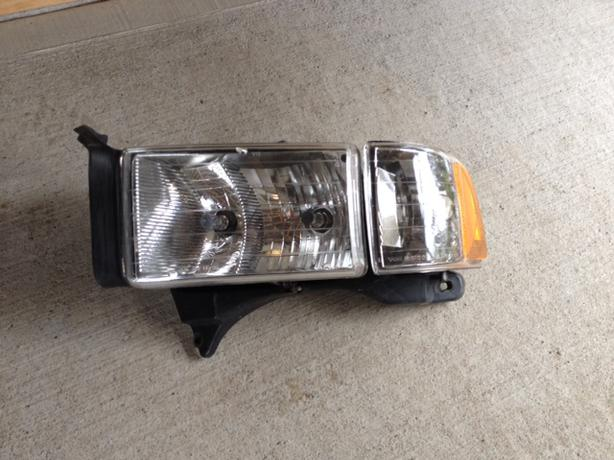 2000 Dodge Ram Sport Model Headlight Outside Victoria