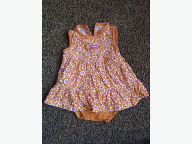 Carter's Orange Outfit - Size 9 Month