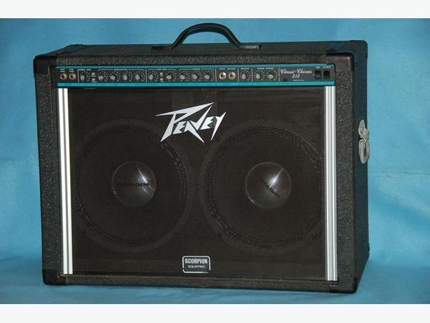 PEAVEY CLASSIC CHORUS 212 with footswitch