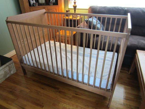 convertible crib toddler bed dresser change table set west shore langford colwood metchosin. Black Bedroom Furniture Sets. Home Design Ideas