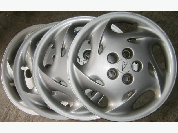 2 Pontiac 15'' wheel covers