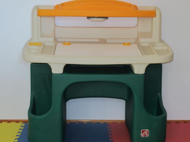 Step2 Deluxe Art Desk Saanich Victoria