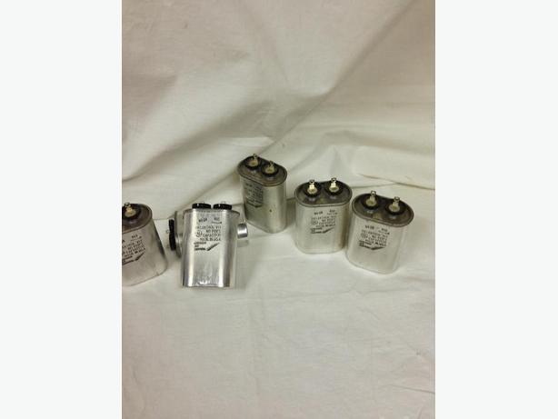 CAPACITOR  DIELEKTROL VII - A28F5603 - .05uf 2Kvdc NO P.C.B's