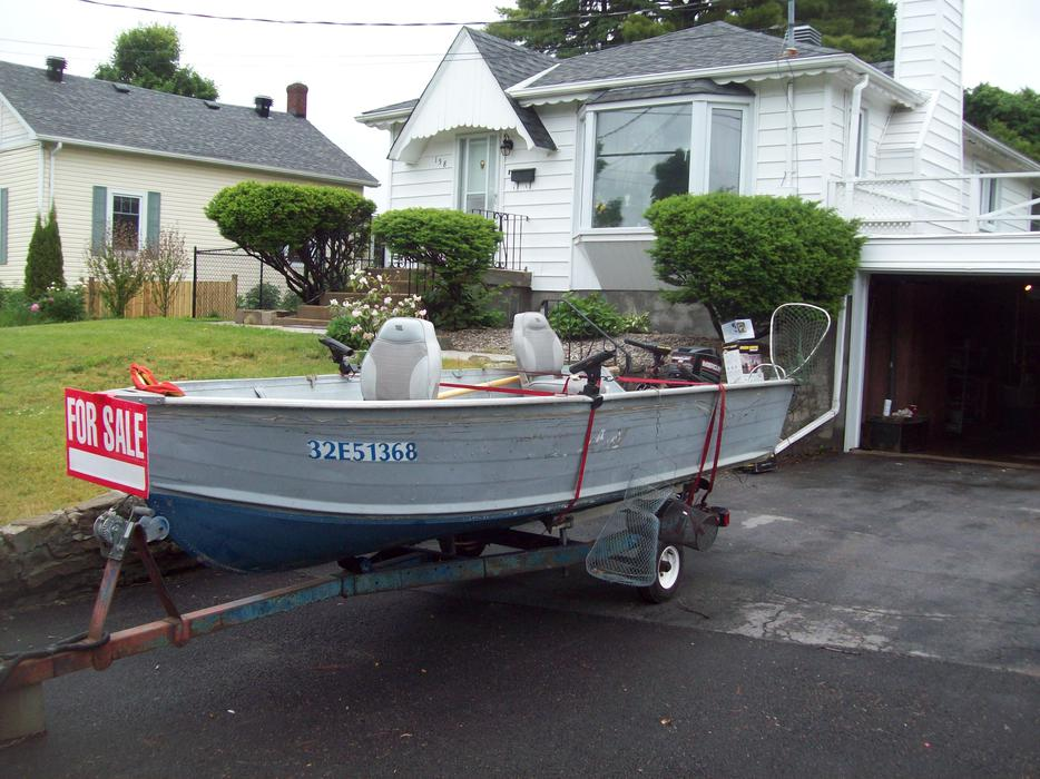 14 ft deep v 68 39 39 wide aluminum sylvan boat with 25 hp for Sylvan fishing boats