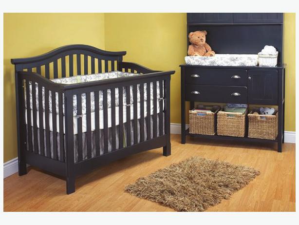 College Wood Work Yukon Series Convertible Crib and Dresser