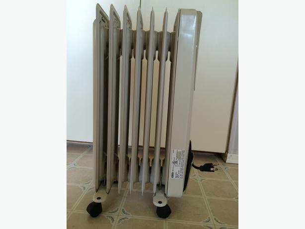 delonghi safeheat 1500w oil filled radiator heater oak bay. Black Bedroom Furniture Sets. Home Design Ideas