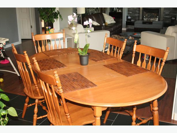 Roxton Maple Dining Room Table 4 Chairs and 1 Captains  : 39287402614 from www.usedvictoria.com size 614 x 461 jpeg 48kB