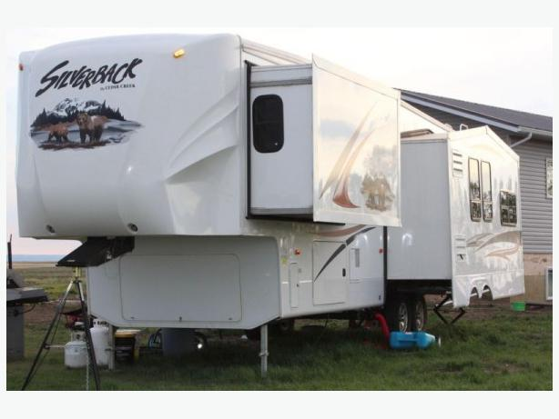 2012 Cedar Creek Silverback 33rea Fifth Wheel Trailer For