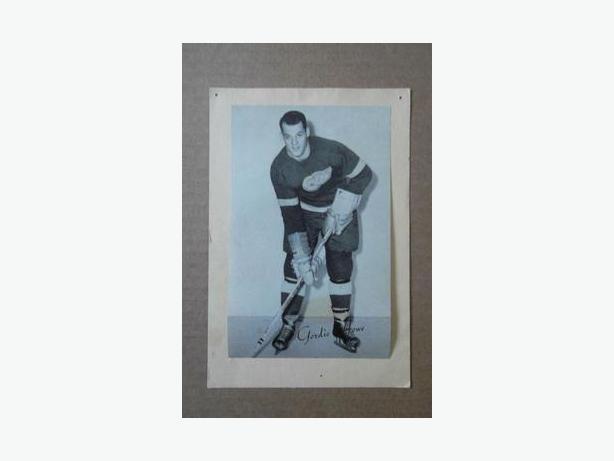 1940's - 50's Bee Hive hockey photo - Gordie Howe