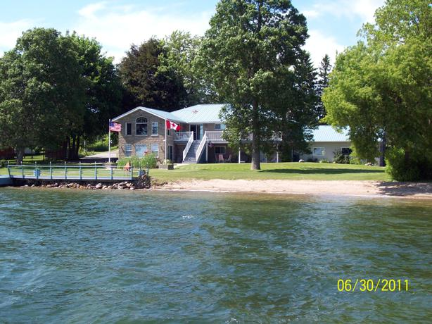 ST. LAWRENCE RIVER HOME IN THE THOUSAND ISLANDS