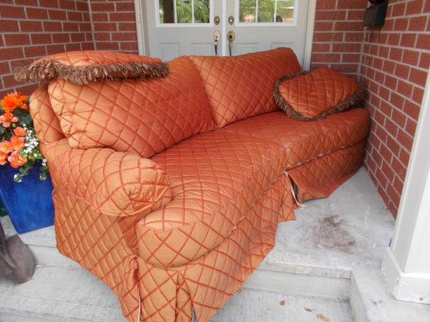 Free Large Coach Sofa For Pick Up Asap Orleans Ottawa