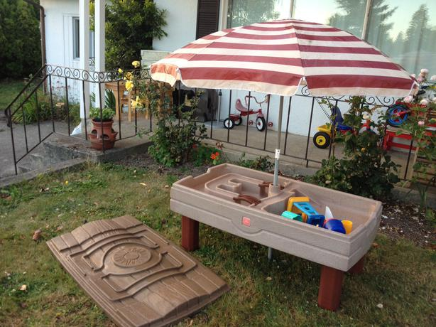 step 2 naturally playful sand water table with umbrella saanich victoria. Black Bedroom Furniture Sets. Home Design Ideas