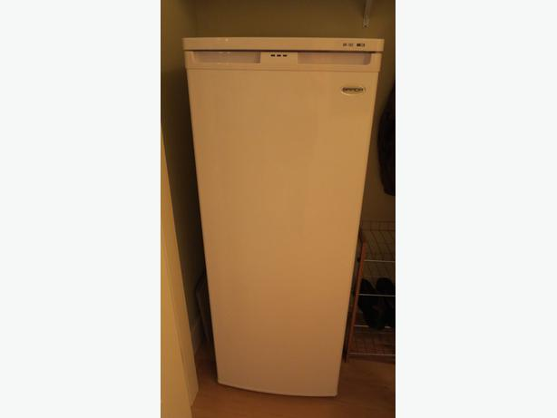 Brada 6 5 Cu Ft Upright Freezer White Kelowna Penticton